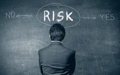 لا شك أن نجاح أي استثمار يُقاس بمقدار الأرباح العائدة منه وأن عوائد الاستثمار تتناسب تناسبًا طرديًا مع المخاطر المختلفة التي قد تواجه المستثمرين.وهذه المخاطر منها ما يمكن التنبؤ به ومنها ما لا يمكن التنبؤ به